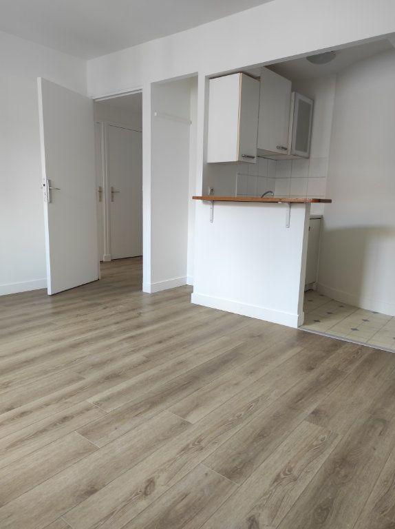 Appartement à louer 2 38m2 à Chennevières-sur-Marne vignette-2