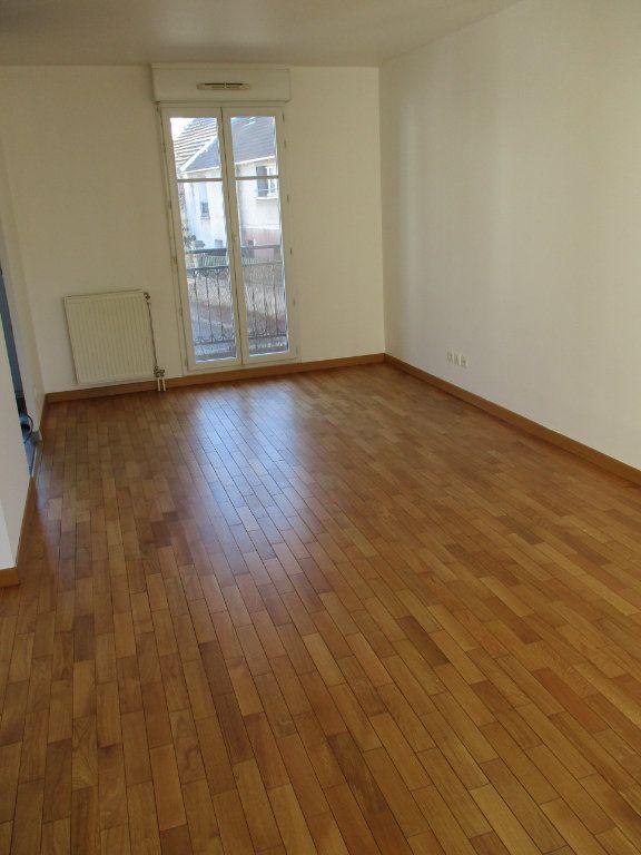 Appartement à louer 3 63.36m2 à Chennevières-sur-Marne vignette-2