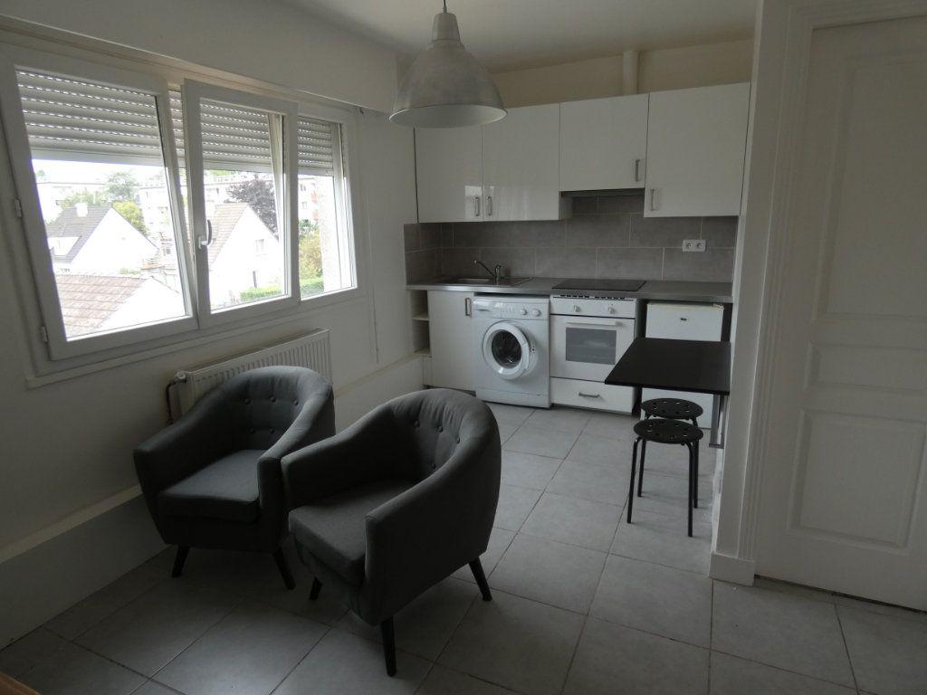 Appartement à louer 2 25.01m2 à Sucy-en-Brie vignette-1
