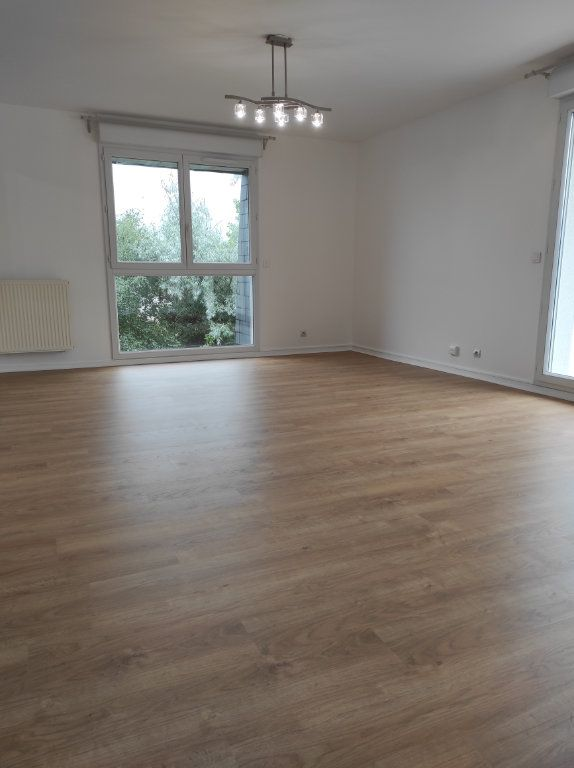 Appartement à louer 4 77.62m2 à Noiseau vignette-2