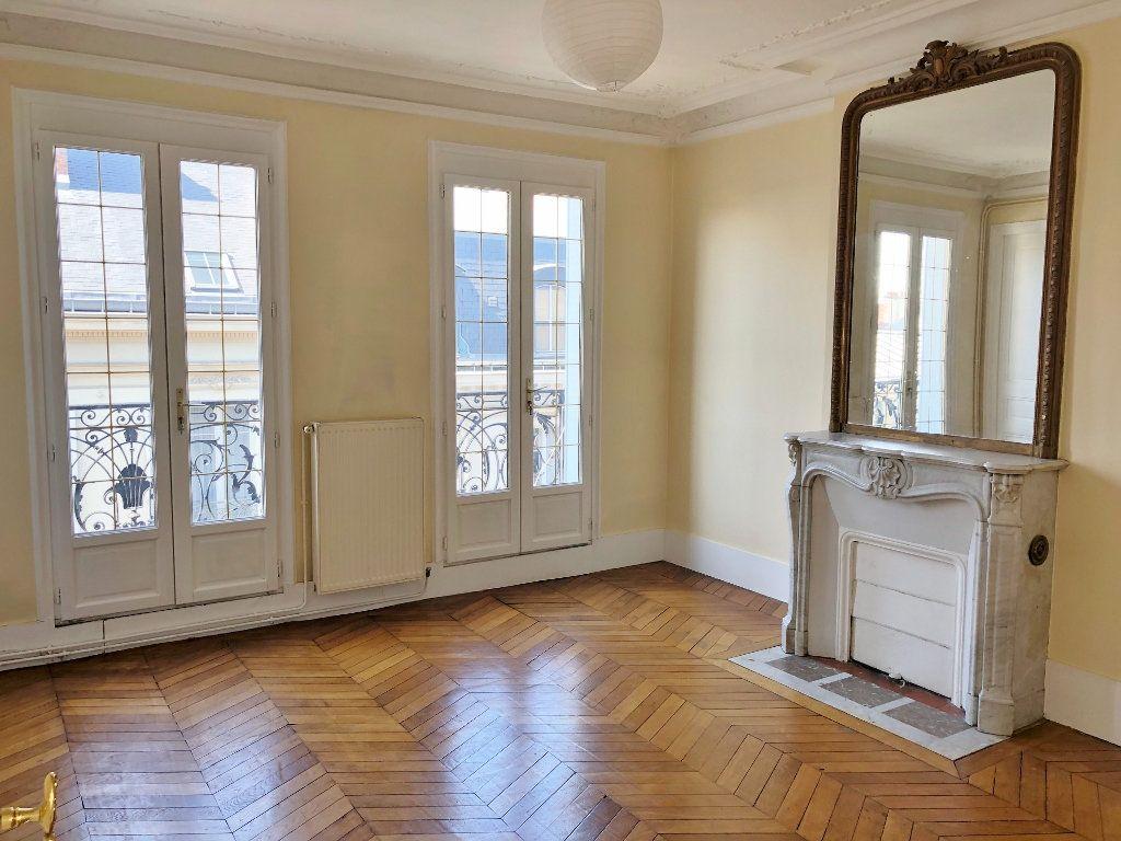 Appartement à louer 3 60.02m2 à Versailles vignette-1