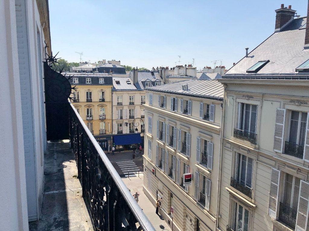 Appartement à louer 3 60.02m2 à Versailles vignette-2