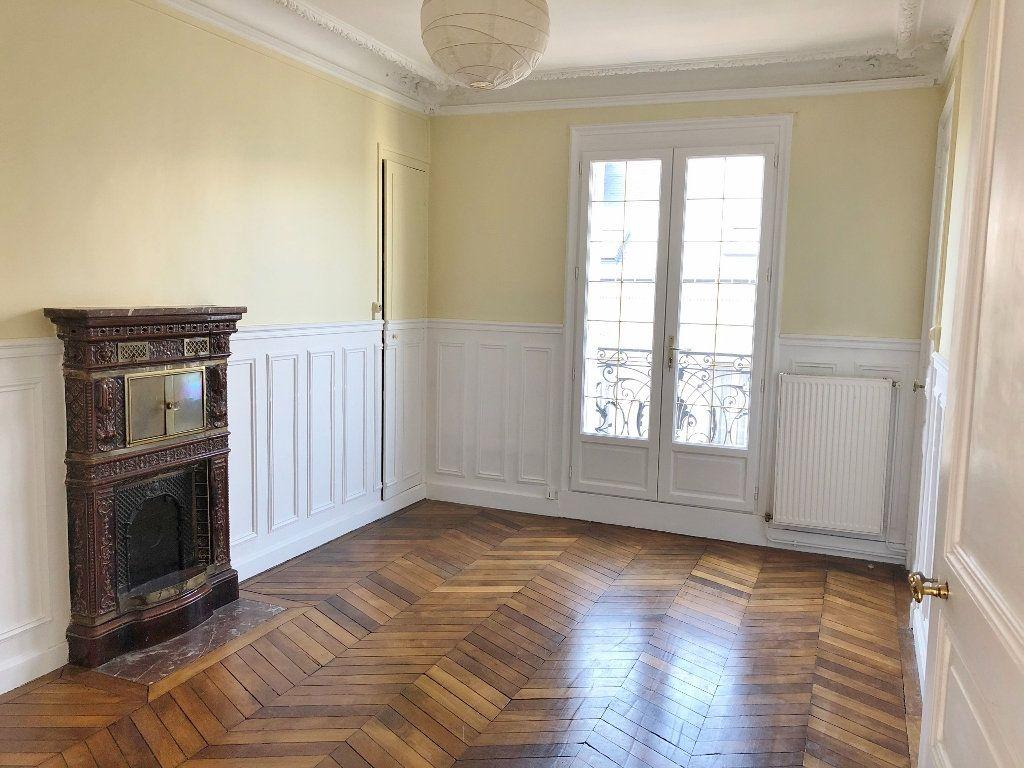 Appartement à louer 3 60.02m2 à Versailles vignette-4