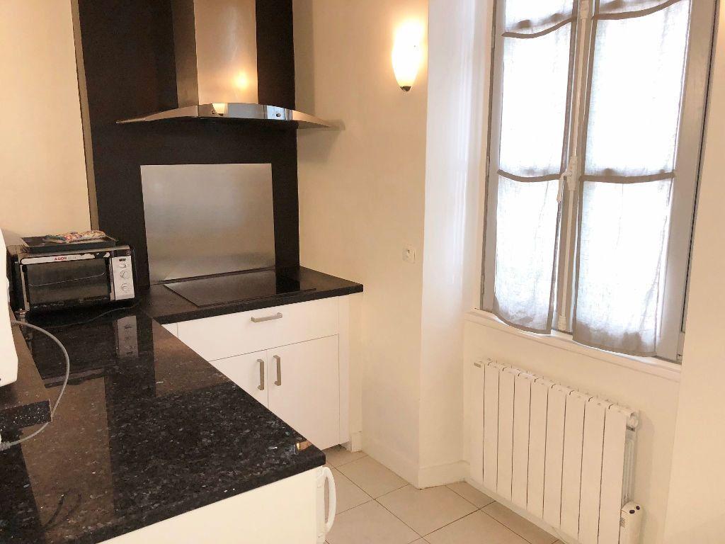 Appartement à louer 3 51.13m2 à Versailles vignette-3