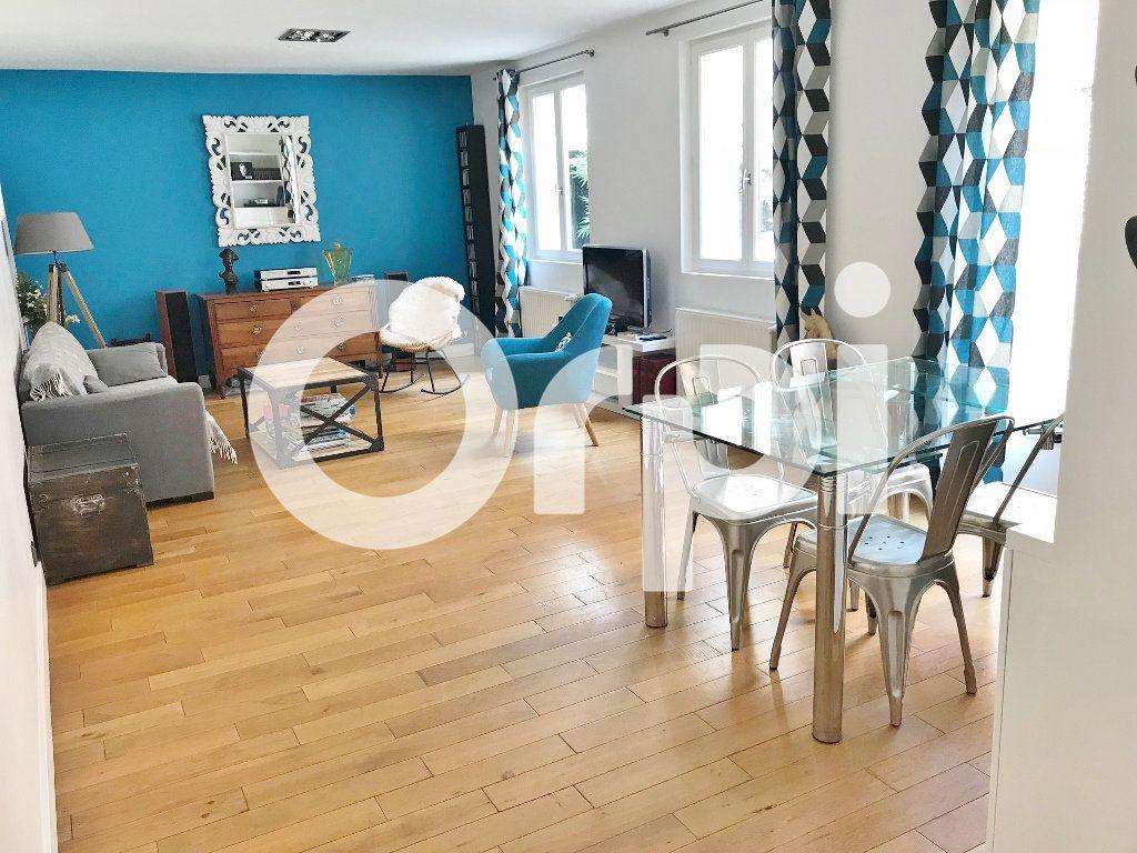Maison à louer 4 113.02m2 à Versailles vignette-1