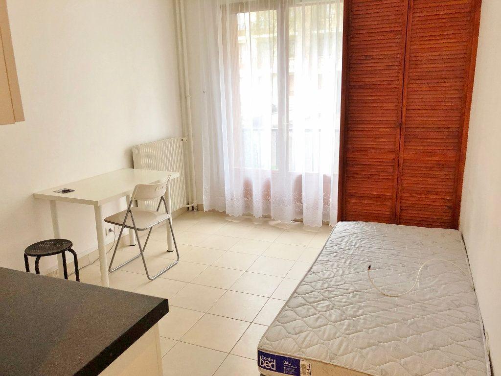 Appartement à louer 1 16.22m2 à Versailles vignette-1