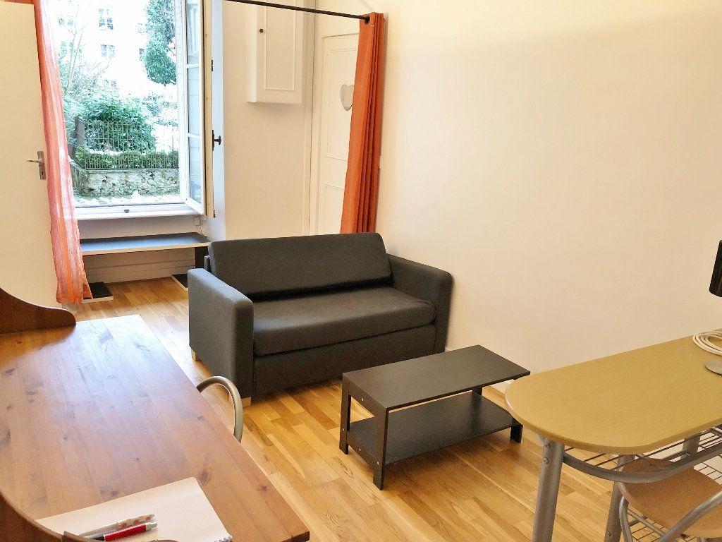Appartement à louer 2 41.11m2 à Versailles vignette-1