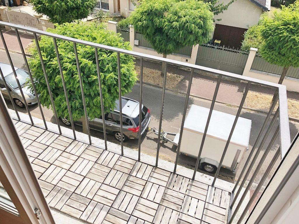 Appartement à louer 4 67.97m2 à Le Chesnay vignette-3
