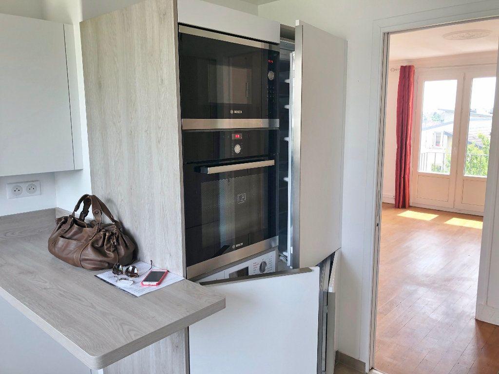 Appartement à louer 4 67.97m2 à Le Chesnay vignette-6