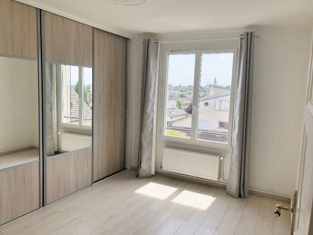 Appartement à louer 4 67.97m2 à Le Chesnay vignette-7
