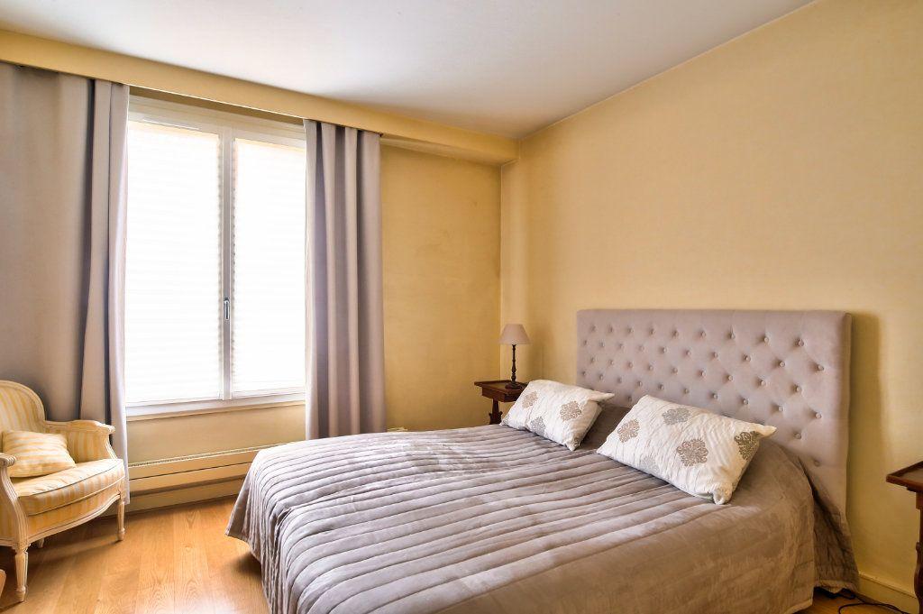 Appartement à vendre 5 125.56m2 à Versailles vignette-5