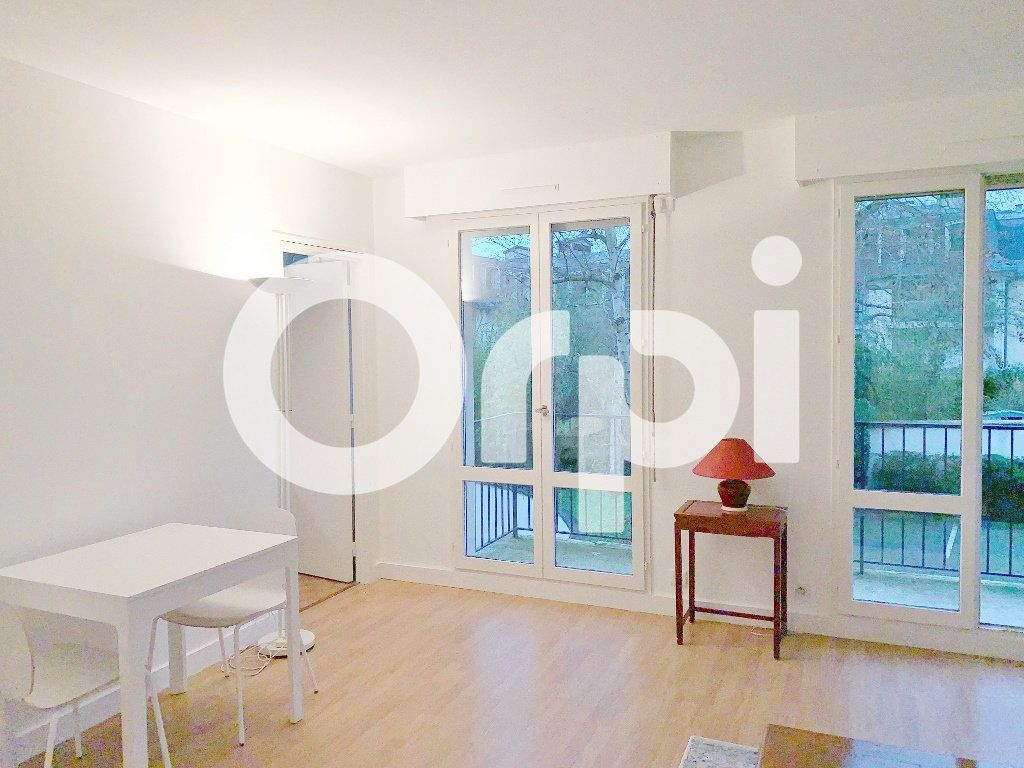 Appartement à louer 1 32m2 à Versailles vignette-2