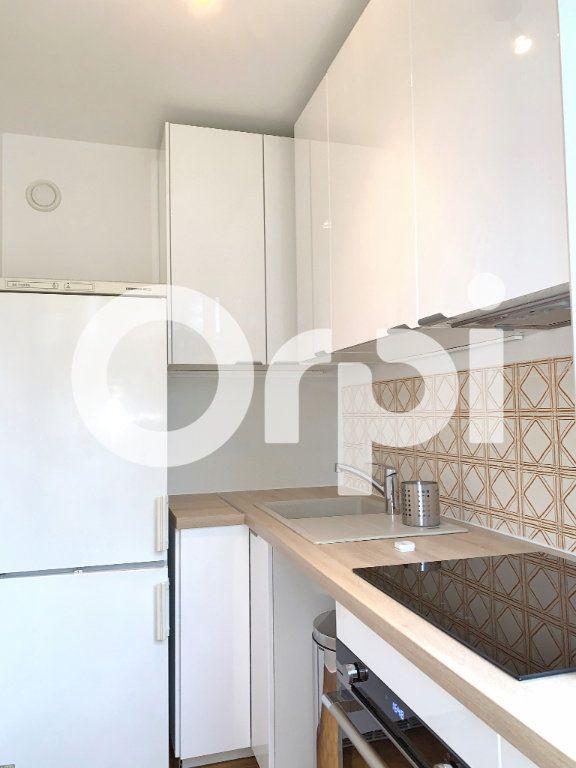 Appartement à louer 1 32m2 à Versailles vignette-3