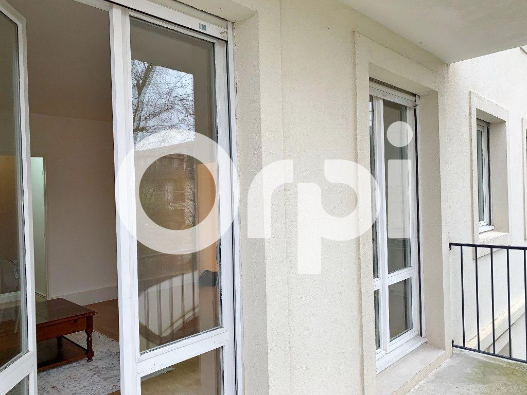 Appartement à louer 1 32m2 à Versailles vignette-4
