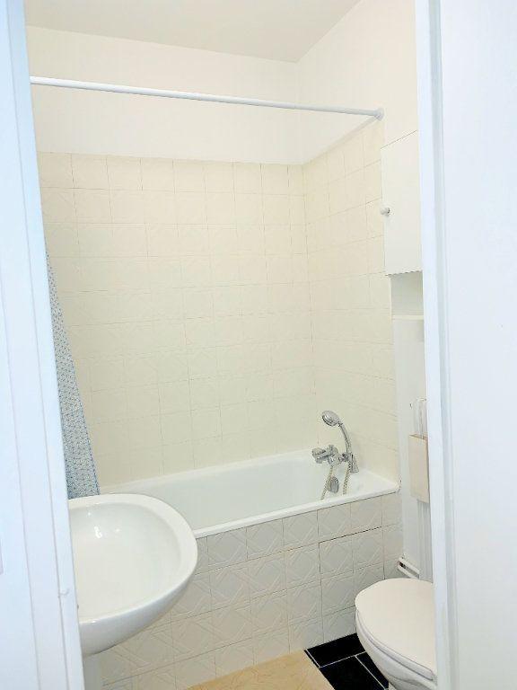 Appartement à louer 1 32m2 à Versailles vignette-7