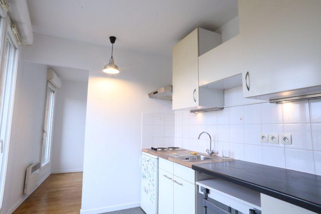 Appartement à louer 2 34m2 à Arcueil vignette-3