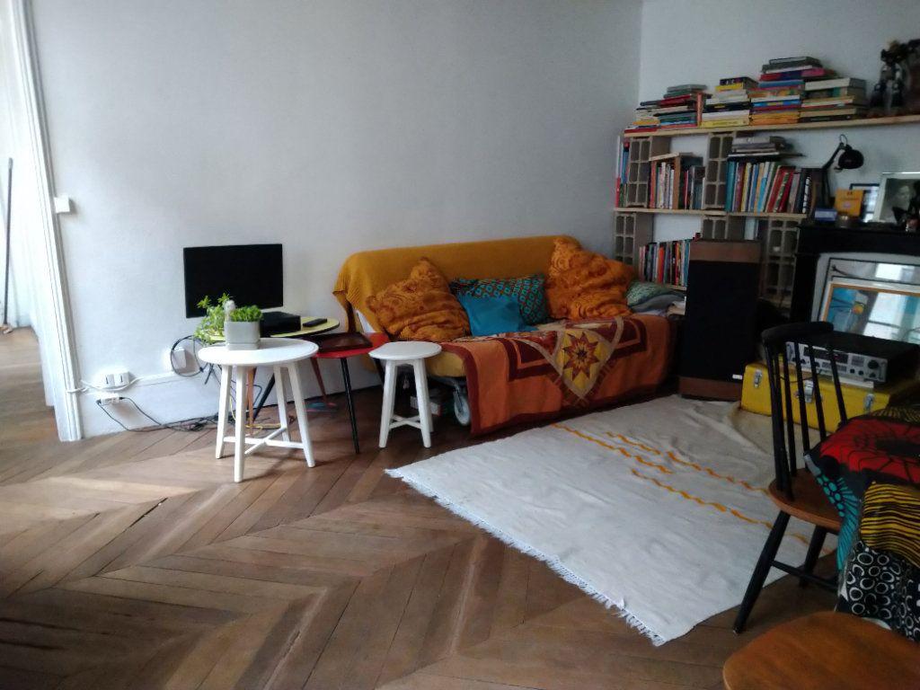 Appartement à louer 2 51m2 à Paris 10 vignette-1