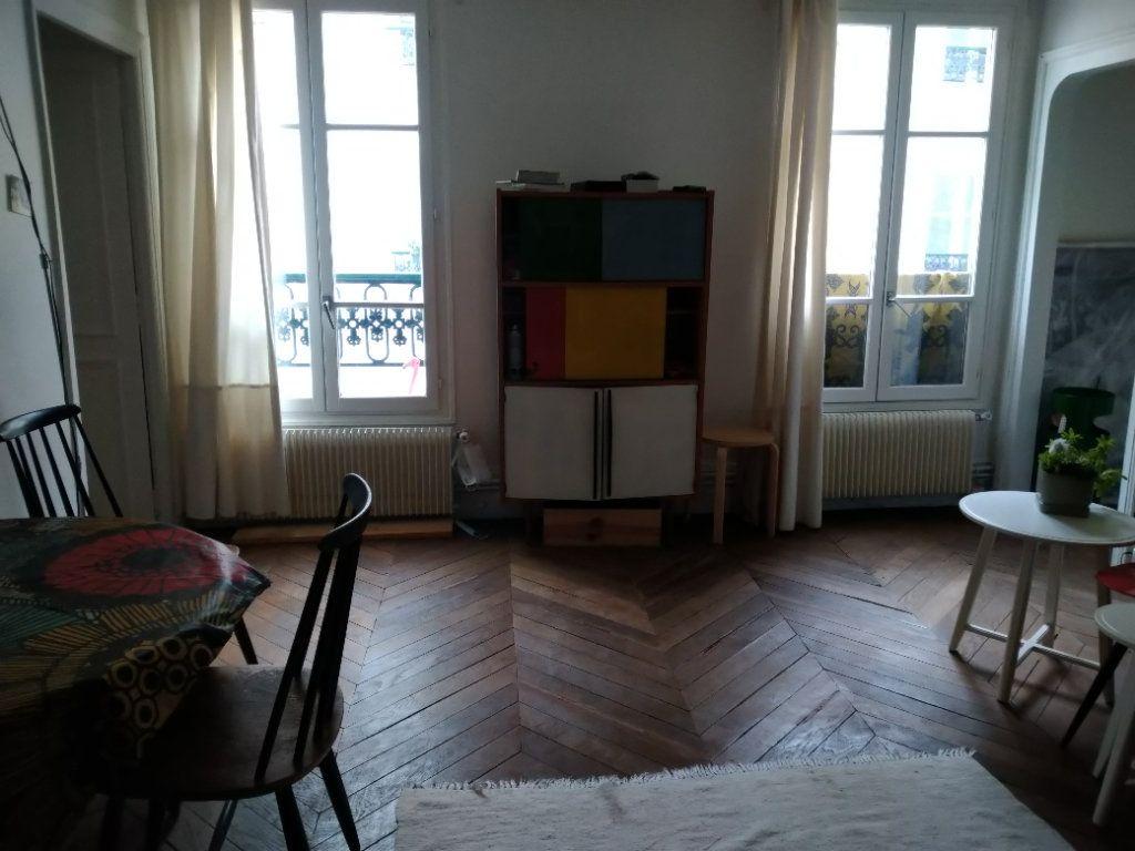 Appartement à louer 2 51m2 à Paris 10 vignette-3