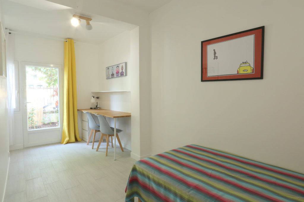 Appartement à louer 1 12m2 à Gentilly vignette-1