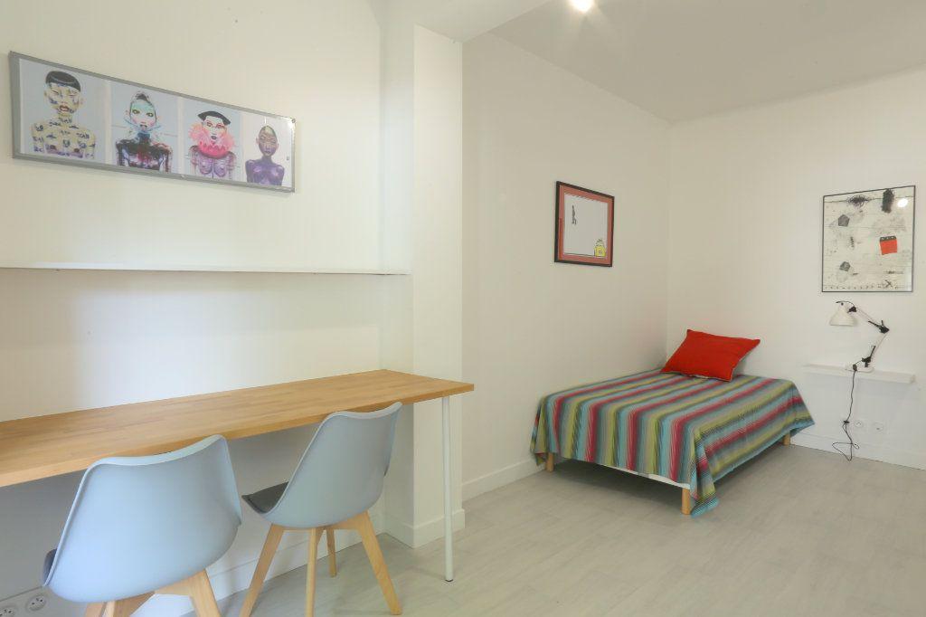 Appartement à louer 1 12m2 à Gentilly vignette-2