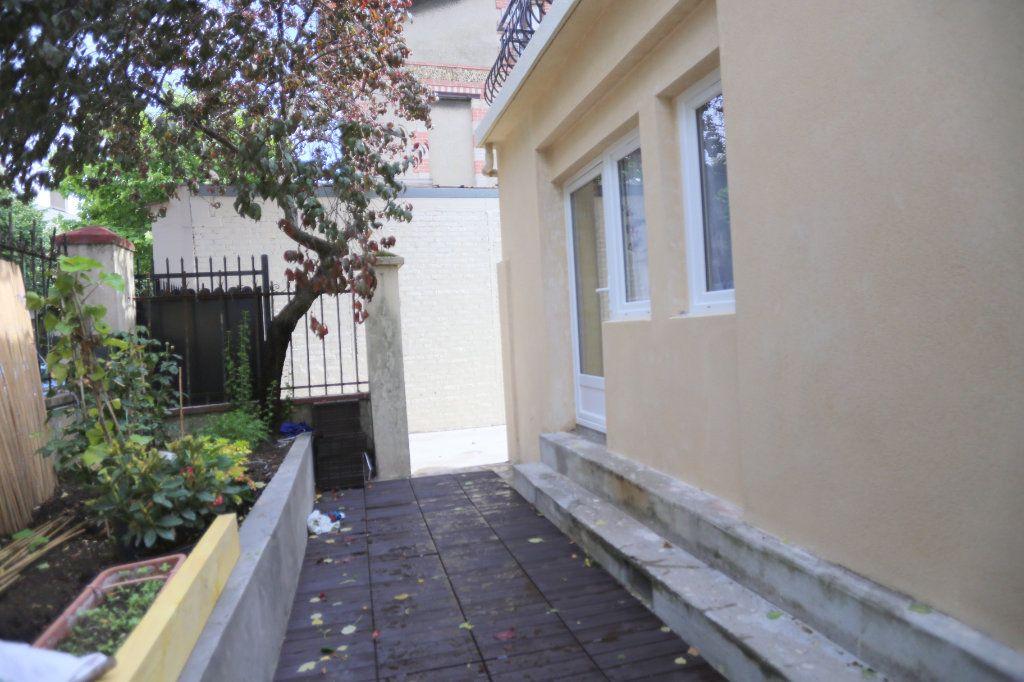 Appartement à louer 1 12m2 à Gentilly vignette-4
