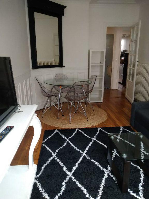 Appartement à louer 2 45m2 à Paris 18 vignette-2