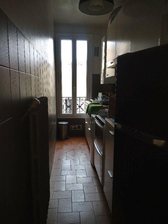 Appartement à louer 2 45m2 à Paris 18 vignette-3