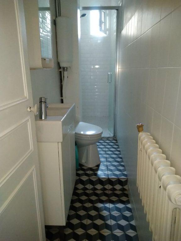 Appartement à louer 2 45m2 à Paris 18 vignette-5