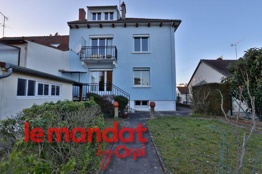 Maison à vendre 6 140m2 à Mantes-la-Jolie vignette-1