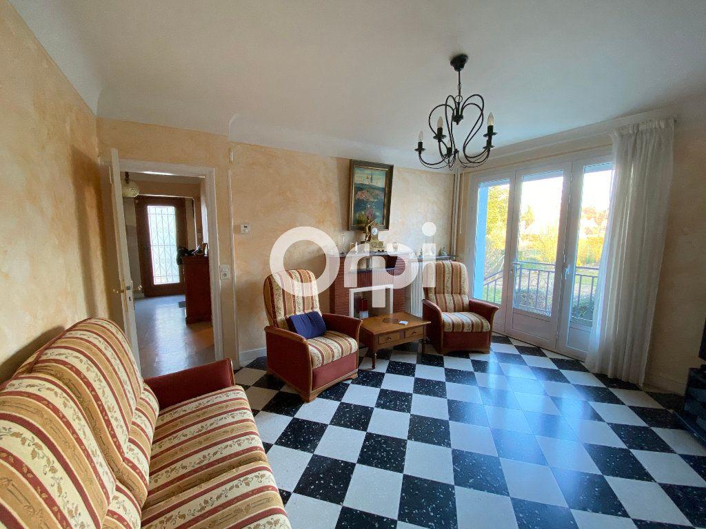 Maison à vendre 6 140m2 à Mantes-la-Jolie vignette-2