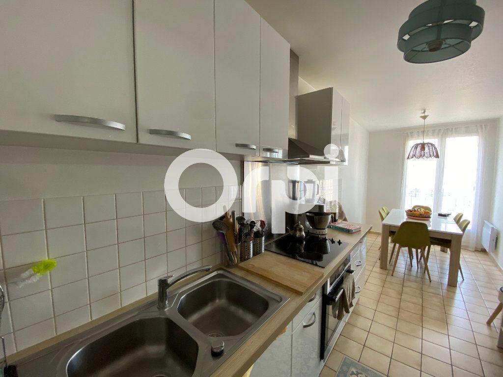 Appartement à vendre 4 80.94m2 à Mantes-la-Jolie vignette-4