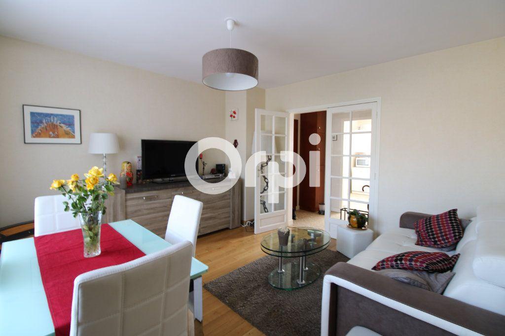 Appartement à vendre 3 62.26m2 à Mantes-la-Jolie vignette-1