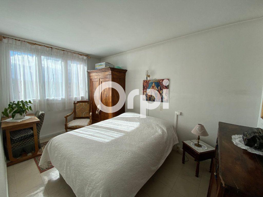 Appartement à vendre 4 67.23m2 à Mantes-la-Jolie vignette-3