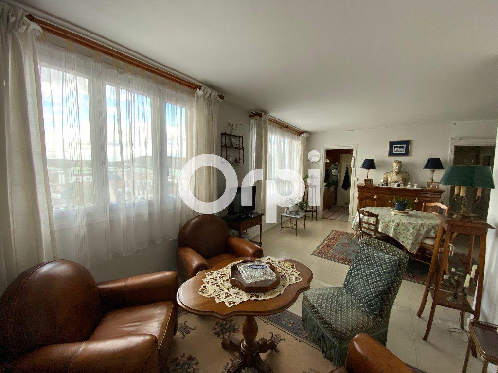Appartement à vendre 4 67.23m2 à Mantes-la-Jolie vignette-6