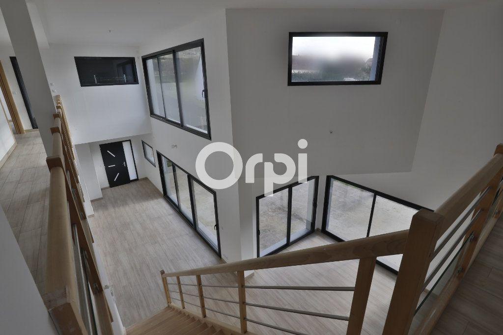 Maison à vendre 8 260m2 à Saint-Martin-la-Garenne vignette-10