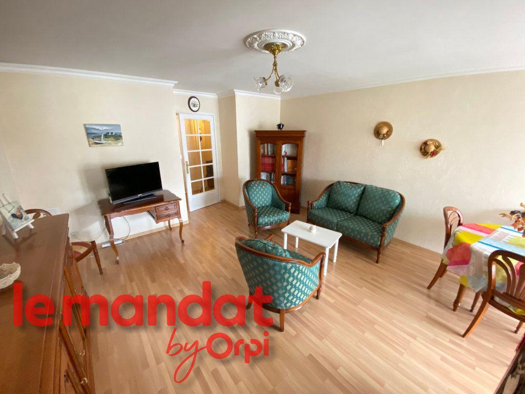 Appartement à vendre 3 69.62m2 à Mantes-la-Jolie vignette-3
