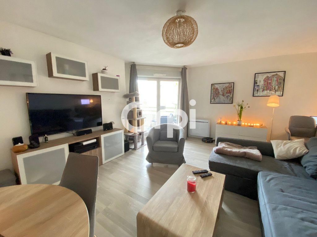 Appartement à vendre 3 62m2 à Mantes-la-Jolie vignette-1