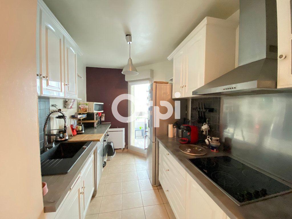 Appartement à vendre 3 62m2 à Mantes-la-Jolie vignette-2