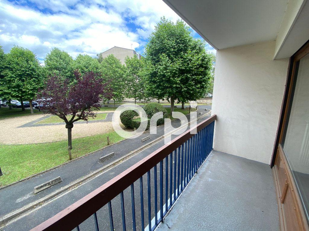 Appartement à vendre 3 70.47m2 à Mantes-la-Jolie vignette-1