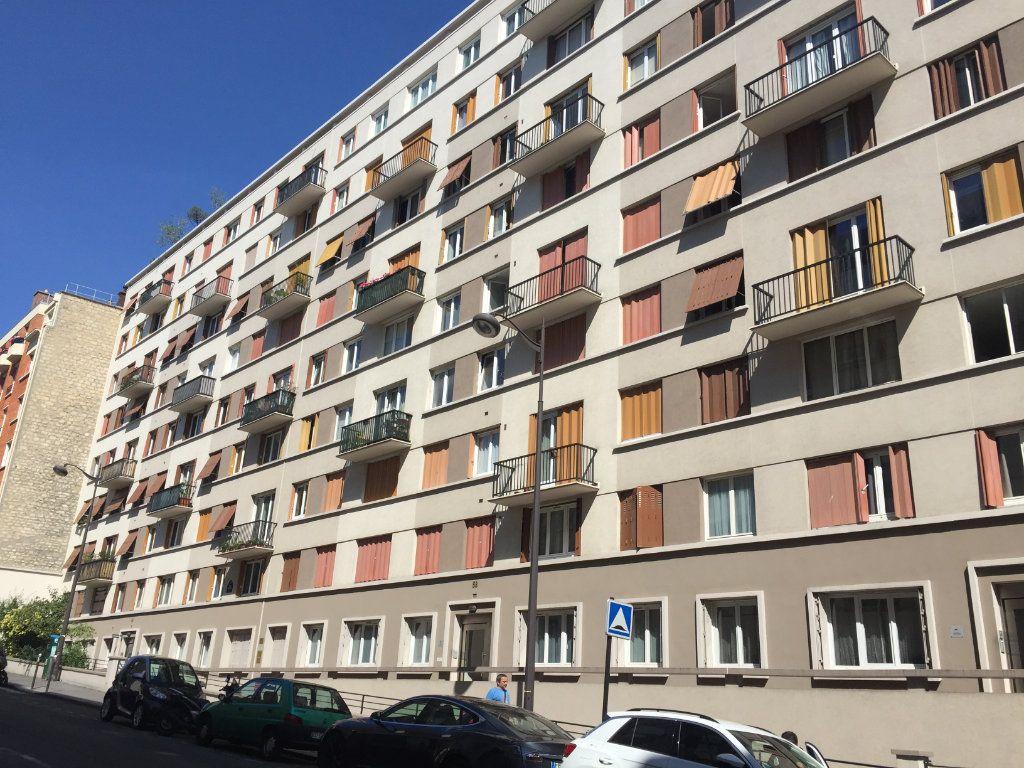 Appartement à louer 4 67.4m2 à Paris 17 vignette-1