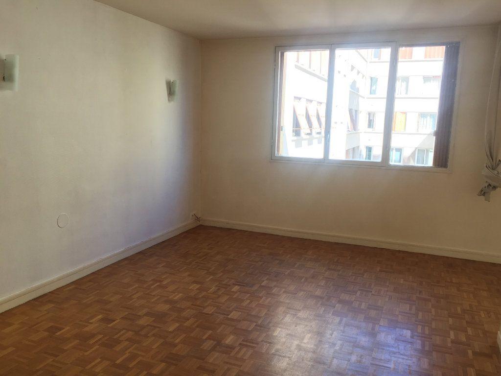 Appartement à louer 4 67.4m2 à Paris 17 vignette-3
