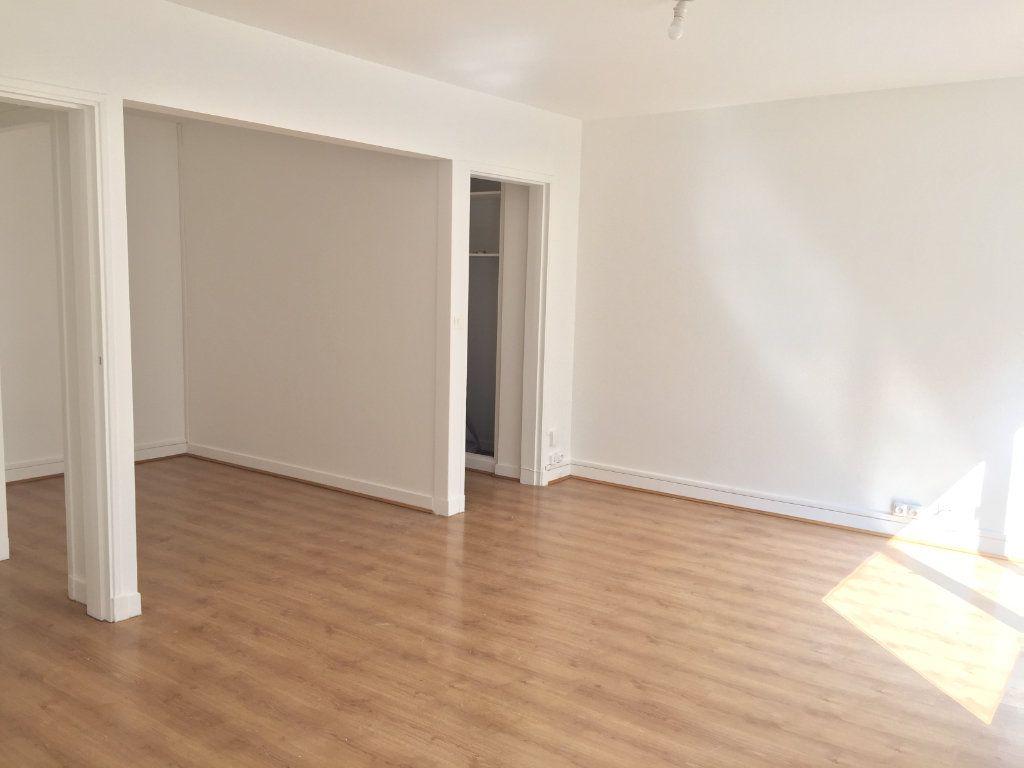 Appartement à louer 1 35.07m2 à Paris 18 vignette-1