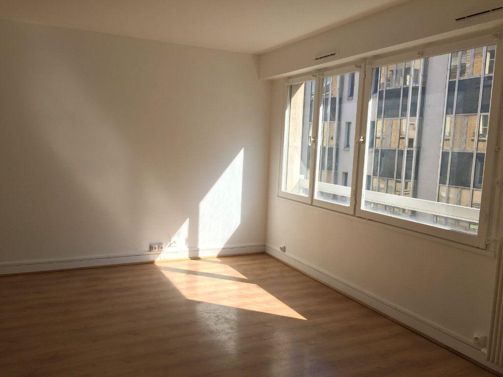 Appartement à louer 1 35.07m2 à Paris 18 vignette-8