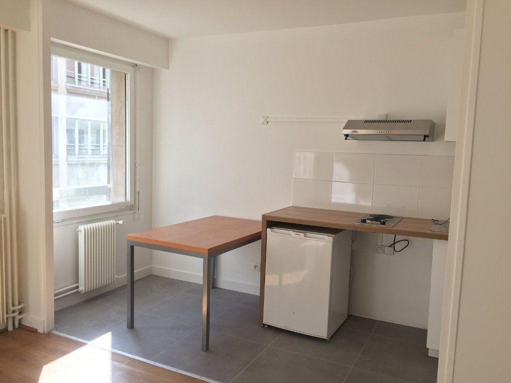 Appartement à louer 1 35.07m2 à Paris 18 vignette-10
