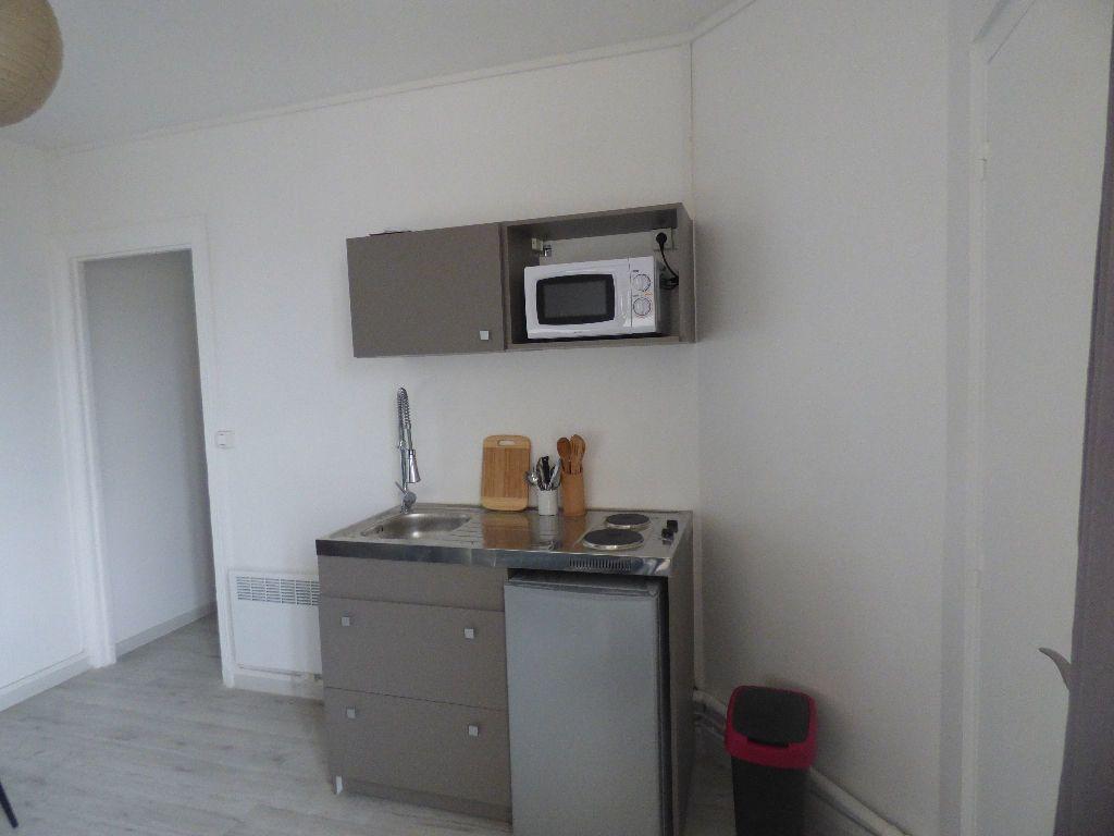 Appartement à louer 1 16.6m2 à Paris 18 vignette-5