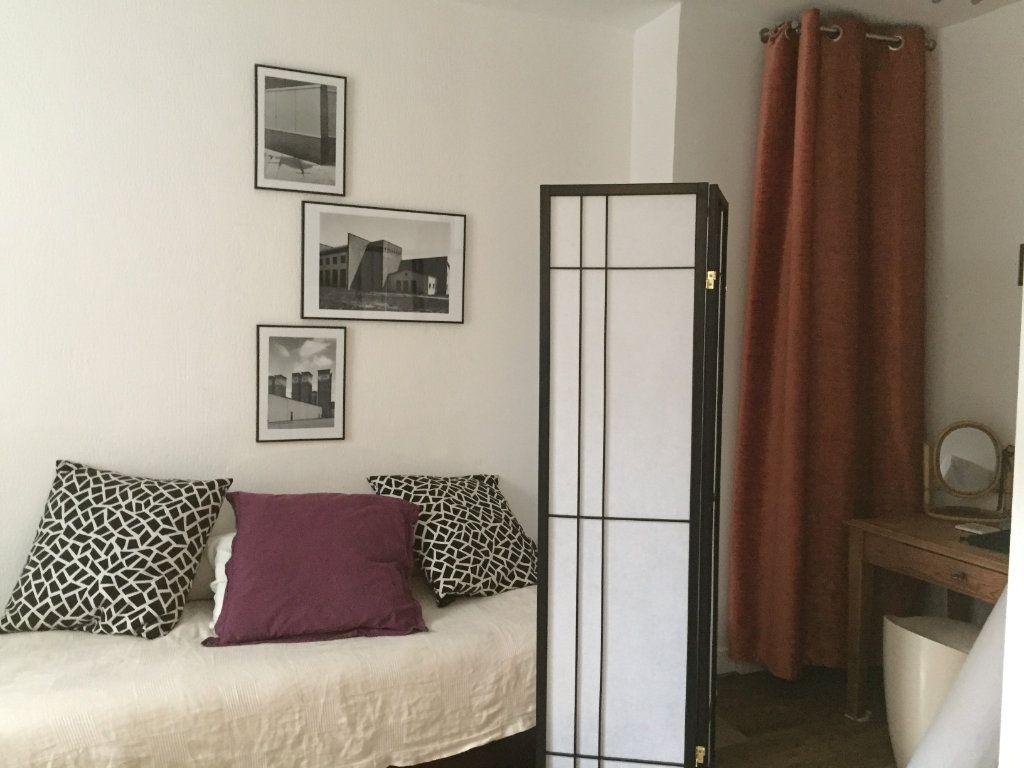 Appartement à louer 1 14.06m2 à Paris 18 vignette-1