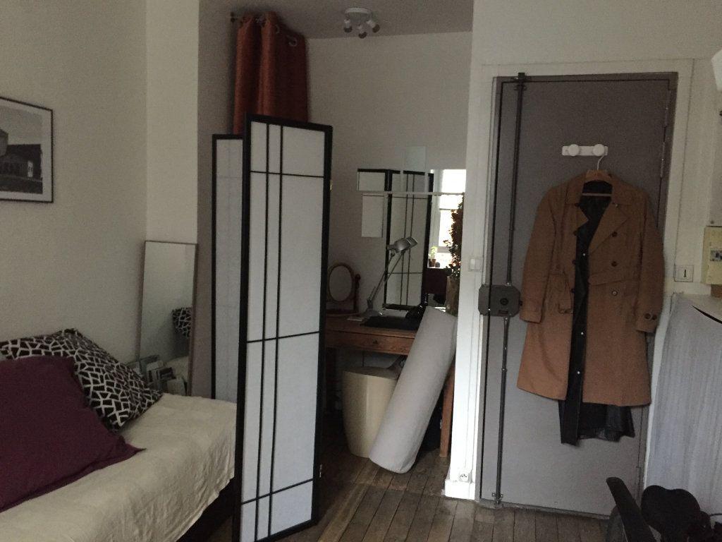 Appartement à louer 1 14.06m2 à Paris 18 vignette-2