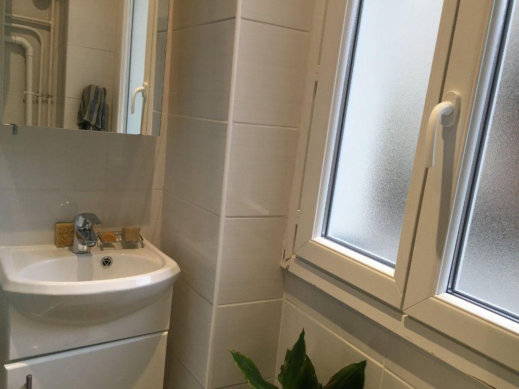 Appartement à louer 1 14.06m2 à Paris 18 vignette-7