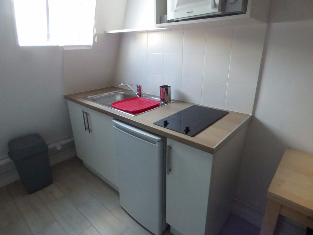 Appartement à louer 1 9m2 à Paris 17 vignette-2