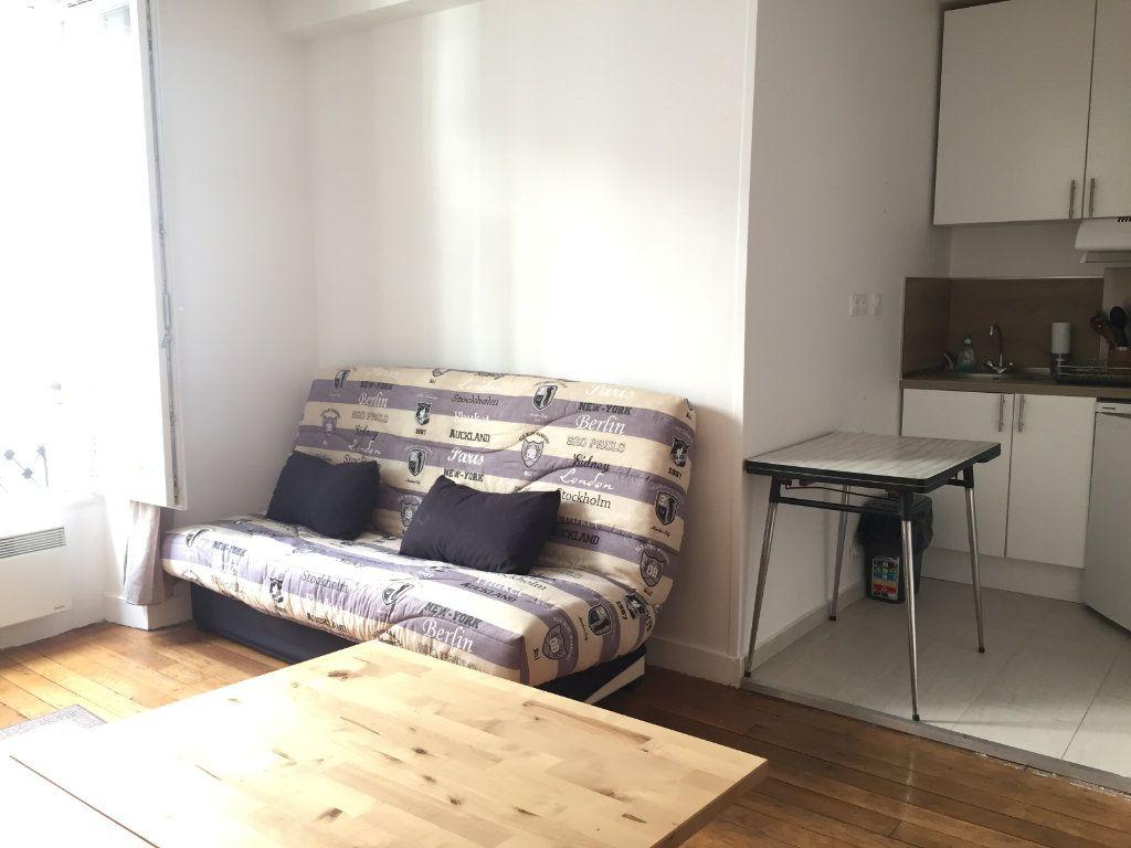 Appartement à louer 1 18.52m2 à Paris 18 vignette-1